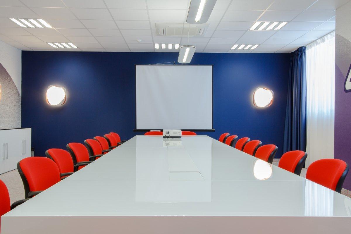 Proiect amenajare sediu firma - Urgent Curier- Receptie si sala de sedinte-18